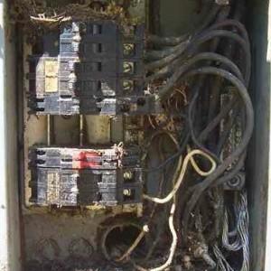 Risque réel dans les panneaux de distribution électrique !